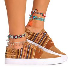 Cavillaca Bajo Llama Marron Cute Sneakers, High Top Sneakers, Boho Fashion, Fashion Outfits, Womens Fashion, Cool Style, My Style, Hippie Outfits, Hot Shoes