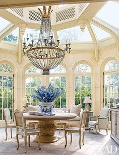 Conservatory / Breakfast Room :: French chateau in Houston, Texas :: completed in 1933 for J. Robert Neal, who made his fortune in Maxwell House coffee. - Fox Home Design Classic Decor, Texas Mansions, Design Lounge, Maxwell House Coffee, Oaks House, Sweet Home, Architectural Digest, My Dream Home, Luxury Homes