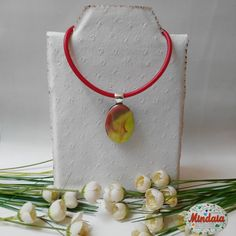 Collar rojo y amarillo de vidrio fusing. por ElRincondeMindaia