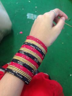Girl Hand Pic, Girls Hand, Bridal Bangles, Tumblr Photography, Beautiful Hands, Girl Pictures, Hijab Fashion, Bangle Bracelets, Khan Khan