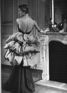 Elsa Schiaparelli, Dress and silver Gloves - 1939 - @~ Mlle