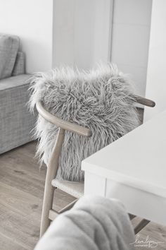 Ikea, Nordic Style, Wishbone Chair, Interiores Design, Modern Rustic, My Dream Home, Home Remodeling, Christmas Decorations, Blanket