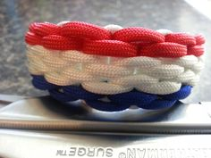 Tutorial on Chainmaille Endless Falls 3 colors... He used 1... 5' white for the outer 1... 6' white inner 3' red 3' blue