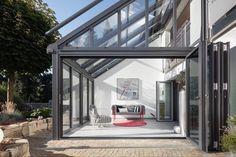 Provitez d'une lumière naturelle maximale avec les vérandas Solarlux. Bauhaus, Veranda Aluminium, Architectural Technologist, Veranda Design, Solar, Outdoor Rooms, Outdoor Decor, Home Greenhouse, Houses
