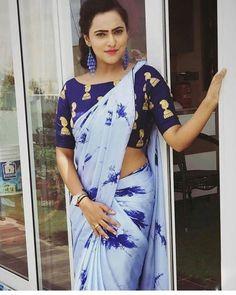 Satin Silk Printed Saree with Blouse Piece Simple Sarees, Trendy Sarees, Fancy Sarees, Fashion Designer, Indian Designer Outfits, Indian Outfits, Saree Draping Styles, Saree Styles, Sari Blouse Designs
