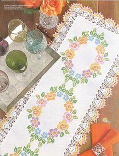 Gallery.ru / Фото #27 - Ponto cruz & crochê Nº51 - Chispitas Table Linens, Crochet Lace, Table Runners, Cross Stitch Patterns, Diy And Crafts, Quilts, Floral, Handmade, Mantel
