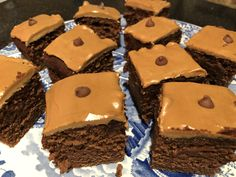 250g softened butter or marg, 280g self raising flour, 250g caster sugar, 1/2 tsp baking powder, 4 eggs, 150ml yoghurt or sour cream, 1 tsp vanilla extract, 1 tbsp cocoa powder, 50ml strong coffee. Oven to 160 fan. Grease 20x30cm baking tin & line. Mix everything together. Bake for 30-40 mins. Brush over another 50ml strong coffee when out of oven and still hot. Ice as desired
