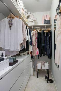 Small Closet Design, Walk In Closet Small, Organizing Walk In Closet, Small Closet Storage, Closet Drawers, Ikea Closet, Small Closets, Closet Designs, Bedroom Organization