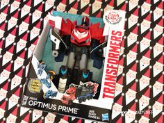 Do your kids like Transformers? This Mega Optimus Prime transforms in 3 easy steps! What a great gift for a boy! Christmas Gifts, Xmas, Optimus Prime, Cool Toys, Giveaways, Transformers, Family Travel, Gift Guide, Great Gifts