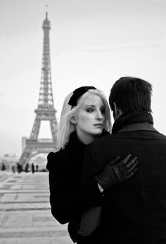 Winter in Paris engagement shoot. Photography by kat-hill.com