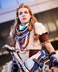 Aloy - Horizon Zero Dawn cosplay at Paris Games Week 2016 by Cosplayer: Lili Din Farghul - Photographer: Stephane Uriel #horizonzerodawn #aloy #cosplay