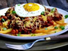 Weeknight Sloppy Chili Cheese Fries - I think my heart stopped beating for a moment there. Minus the eggs : Great Recipes, Dinner Recipes, Favorite Recipes, Chilli Cheese Fries, Easy Weeknight Meals, Thing 1, Beef Recipes, Entrees, Healthy Eating