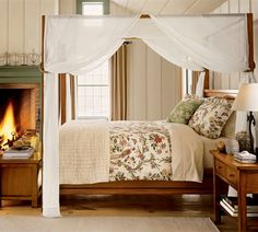 bedroom-theme-canopy-bed-ideas-traditional-chic-white-beige-floral-wall-paper-design-modern-stylish-brown-inspiration-fireplace-cozy-winter-style-neat-sophistication.jpg (710×639)