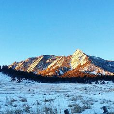 Good morning! Perfect winter early morning in Colorado -12C time to take out your tractions and get on the trail. This is Boulder's Flatirons at sunrise.  #flatirons #boulder #visitboulder #boulderosmp #colorado #visitcolorado #coloradolive #mountainworld #mountains #tempaudu #mondolöytö #travel #matka #reissu #nordicnomads (via Instagram)