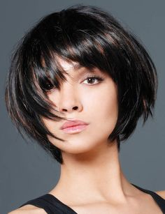 Le look Full Force par Jean-Claude Biguine : Les tendances coiffure… Cea mai la modă tunsoare în acest an! 20 modele de tunsoare tip carre - Ful. Find and save ideas about Haircuts for women on Smartwomenhaircut. See more ideas about Haircuts for shor Short Bob Hairstyles, Pretty Hairstyles, Blonde Haircuts, Short Haircut, Bob Haircuts, Medium Hair Styles, Curly Hair Styles, Trending Haircuts, Short Hair Cuts For Women
