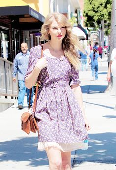 """"""" 04.04.2011 Taylor Swift after shopping at Anthropology in Beverly Hills, Los Angeles, California """""""
