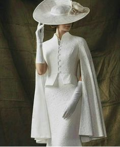 What an outfit! Simple elegance in stunning white. This is a dress to impress - What an outfit! Simple elegance in stunning white. This is a dress to impress, - Vintage Dresses, Vintage Outfits, Vintage Fashion, 40s Mode, Komplette Outfits, Mode Chic, Vintage Mode, Vintage Hats, Looks Vintage