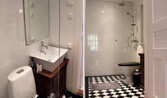Kylpyhuoneista tuli mustavalkoiset. Gamla Unkan