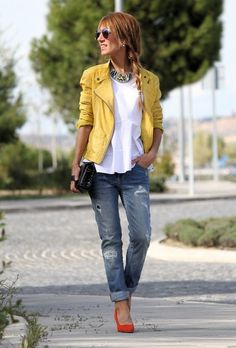 closet ideas fashion Ripped Jeans Outfit Idea with Orange Pumps Outfit Jeans, Heels Outfits, Jean Outfits, Casual Outfits, Trend Fashion, Denim Fashion, Fashion Outfits, Yellow Heels, Stylish Clothes