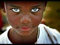 Los ojos mas hermosos del mundo (The most beautiful eyes in the world) Most Beautiful Eyes, Stunning Eyes, Black Is Beautiful, Beautiful People, Amazing Eyes, Lovely Eyes, Precious Children, Beautiful Children, Pretty Eyes
