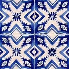 #pitpatpattern #pattern #patterns #citypatterns #porto #igersportugal #igersporto #likes #tile #architecture #art #urban #vsco #ruadatorrinha #patternedlife #pattern365 #tileaddiction #like4like #followforfollow by pitpatpattern