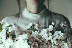 女孩與花:攝影師以愛情、回憶、花朵創作出充滿詩意的影像 5
