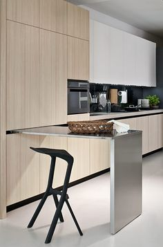 Linear sliding tables for kitchens, Elmar