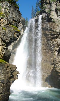 Johnston Canyon, Upper Falls, Banff National Park, Alberta, Kanada (Foto von SK-Kunde A. Tschanett) #johnstoncanyon, #upperfalls, #banffnationalpark, #alberta, #canada