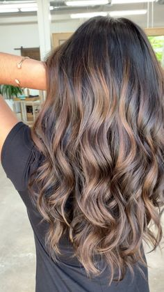 Carmel Brunette Balayage Oh WOW! Look at this beautiful balayage. - Carmel Brunette Balayage Oh WOW! Look at this beautiful balayage. Defin… Carmel Brunette Balayage Oh WOW! Look at this beautiful balayage. Brown Hair Balayage, Brown Blonde Hair, Light Brown Hair, Hair Color Balayage, Balayage Highlights Brunette, Ombre Hair Brunette, Fall Balayage, Dark Brown Hair With Low Lights, Balyage Long Hair
