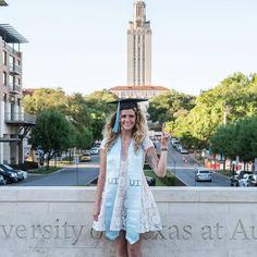 Graduation Pose, College Senior Pictures, College Graduation Pictures, Graduation Portraits, Graduation Photoshoot, Grad Pics, Graduation Ideas, Senior Photos, Senior Portraits