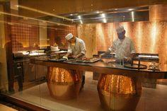 Tandoor Get Trendy Cooking Restaurant, Restaurant Kitchen, Restaurant Furniture, Chinese Restaurant, Restaurant Design, Bistro Interior, Tandoor Oven, Hotel Buffet, Fast Casual Restaurant