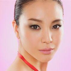 Miss Universe Japan 2006. Love her make up!