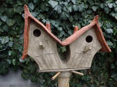 """Vogelhuisje nr.1565. """"Puntdak tweeling"""" op paal €.170.-"""