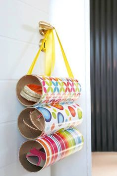 Diy Crafts - Pringles can hacks that you'll actually use! We've found 15 practical ways to use Pringles cans after you've finished those tasty chips. Pringles Dose, Pringles Can, Cardboard Tubes, Cardboard Crafts, Diy Recycling, Upcycle, Easy Crafts, Crafts For Kids, Diys