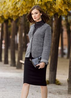 Blazer en maille noir/gris clair/blanc EléganceCoupe carrée et courte : ce blazer en maille de coupe légèrement plus courte, à zip centré sur le devant et encolure ronde est tendance et élégant à la fois. Un vrai must have ! Longueur : env. 56 cm. Lavable. 94 % laine vierge, 6 % polyester