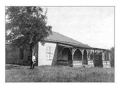 """Предположительно на этой фотографии конца 19 века (из фонда С.Д,Балухатого) одна из построек в имении Нестора Кукольника в """"Дубках""""."""