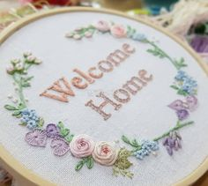 Hand Embroidery Videos, Embroidery Works, Embroidery Bags, Hand Embroidery Stitches, Embroidery Fashion, Modern Embroidery, Embroidery Hoop Art, Embroidery Designs, Embroidery Flowers Pattern
