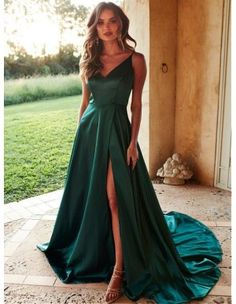 Look classy in our Lucia Satin Gown. Featuring an elegant high v neckline with a flowy A-line maxi gown with a hidden slit. It has a detailed back and an exposed back zipper. This fabric has minimal stretch. robe A&N Luxe Lucia Satin Gown - Teal Cute Prom Dresses, Prom Outfits, Pretty Dresses, Dresses To Wear To A Wedding, V Neck Prom Dresses, Formal Dresses For Weddings, Straps Prom Dresses, Prom Dreses, V Neck Dress