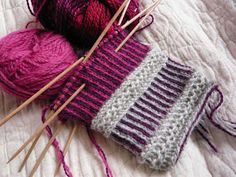 Tvåändstickning - can't read the pattern, but I love the colors. Knitted Mittens Pattern, Knit Mittens, Knitted Gloves, Knitting Socks, Hand Knitting, Knitting Designs, Knitting Projects, Knitting Patterns, Crochet Patterns