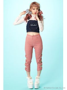 Those #gingham #pants. I would love to wear that out.