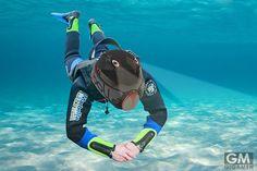 魚のように水中で呼吸できるようになる?酸素供給ヘルメット