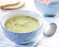 Komkommersoep met feta | Colruyt Cheeseburger Chowder, Lunches, Bbq, Recipies, Veggies, Tasty, Food, Snow, Gazpacho
