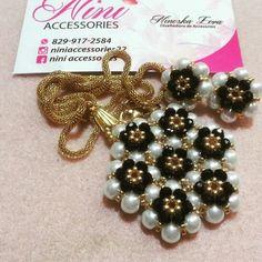 Juego de dije y artes en perlas cultivadas y cristales