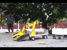 Bruder Caterpillar excavator show
