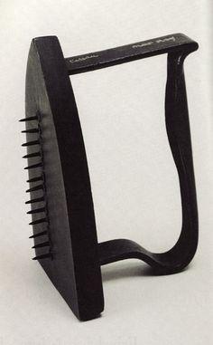 """Man Ray, """"Regalo (plancha con clavos)"""", 1921, Chicago, Colección particular"""