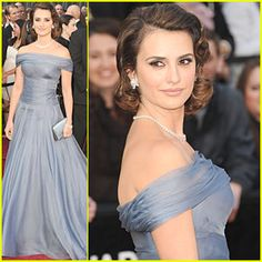 my favourite outfit of the Oscars 2012-from the hair to the gown, she's perfect!