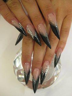 Mai kedvenc #köröm: fekete-fehérben #Nails: Andrea Arnold
