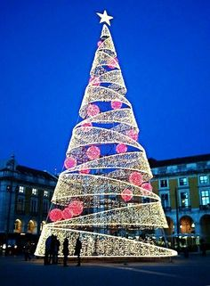 22 beautiful photos of Christmas in Lisbon, Portugal – Christmas Photos Merry Christmas, Magical Christmas, Christmas Photos, Christmas Lights, Christmas Time, Outdoor Christmas Decorations, Light Decorations, Holiday Places, Christen