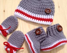 Baby crochet kit bootieshat and mittens whit by CreArtTextiles Crochet Booties Pattern, Crochet Baby Mittens, Crochet Baby Boy Hat, Baby Booties Free Pattern, Easy Crochet Hat, Crochet For Boys, Newborn Crochet, Crochet Baby Booties, Crochet Slippers