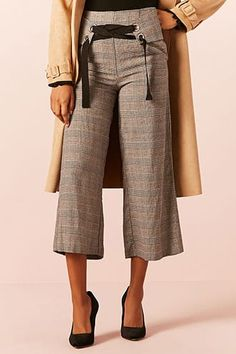 Stylish, chic and affordable Plaid Wide-Leg Pants perfect work wear clothes for young women on a budget // chic business professional outfit idea of women affordable